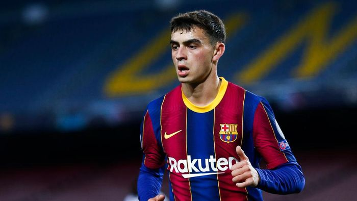 BARCELONA, SPAIN - NOVEMBER 04: Pedro Pedri Gonzalez of FC Barcelona looks on during the UEFA Champions League Group G stage match between FC Barcelona and Dynamo Kyiv at Camp Nou on November 04, 2020 in Barcelona, Spain. (Photo by Eric Alonso/Getty Images)