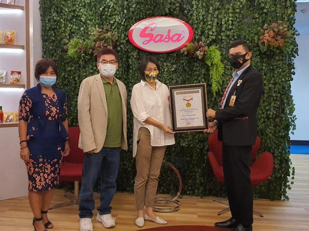 Sasa Catat Rekor MURI Bagikan Masker Terbanyak dalam 1 Hari