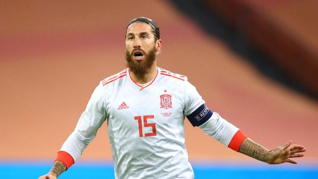 AMSTERDAM, NETHERLANDS - NOVEMBER 11: Sergio Ramos of Spain in action during the international friendly match between Netherlands and Spain at Johan Cruijff Arena on November 11, 2020 in Amsterdam, Netherlands. Sporting stadiums around Netherlands remain under strict restrictions due to the Coronavirus Pandemic as Government social distancing laws prohibit fans inside venues resulting in games being played behind closed doors. (Photo by Dean Mouhtaropoulos/Getty Images)