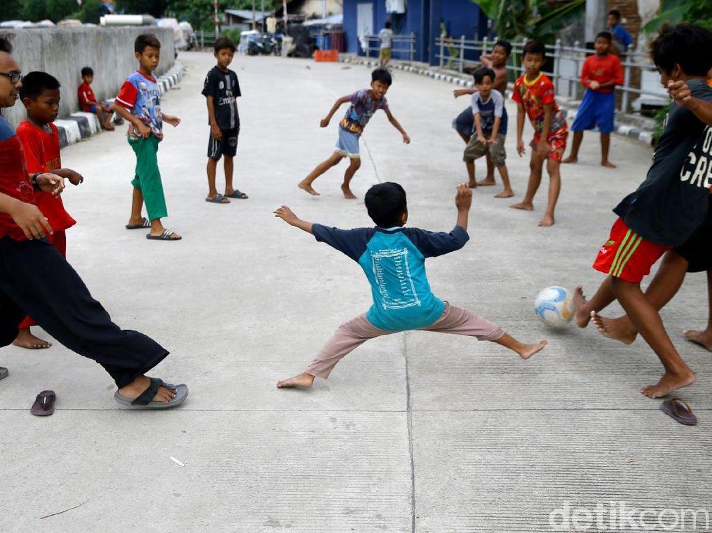 Stadion Dadakan Anak-anak Bukit Duri di Jalan Inspeksi Ciliwung