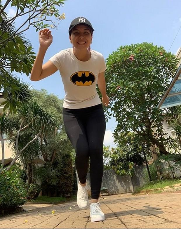 Tya Ariestya rutin jalan kaki selama 45 menit/instagram.com/tya_ariestya