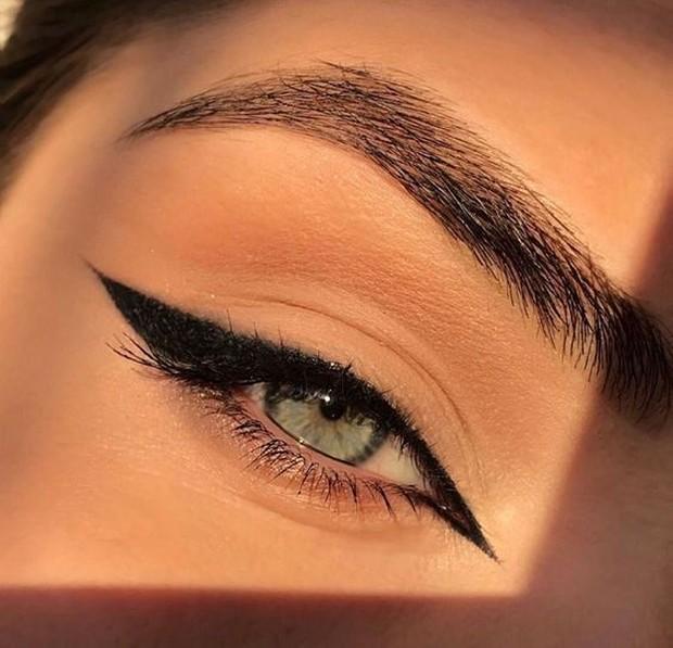 Ini gaya eyeliner yang cocok untuk mata yang memiliki ujung naik