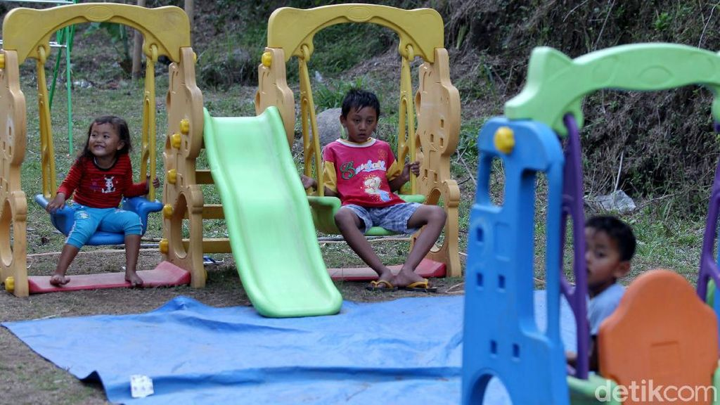 Asyik, Ada Fasilitas Bermain untuk Anak di Barak Pengungsi Merapi