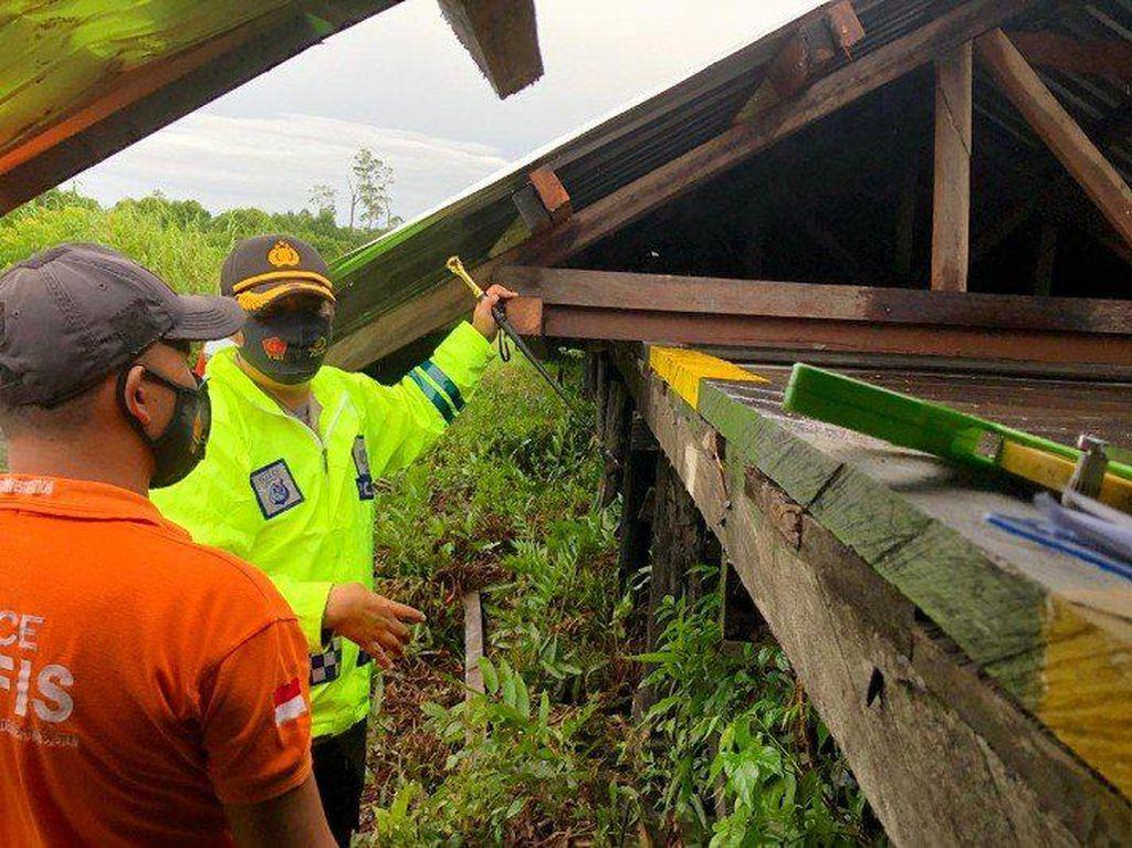 Atap Koridor Bandara Ewer Papua Roboh, 1 Orang Tewas