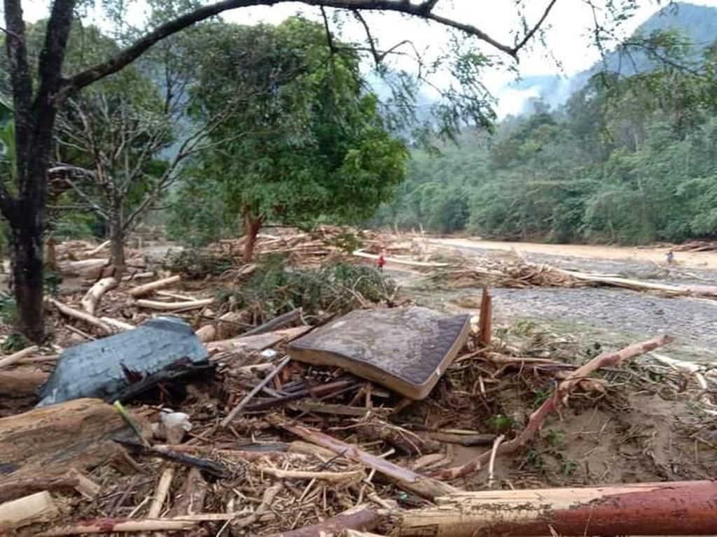 Banjir Bandang Terjang Kawasan Wisata Landak River Bahorok Sumut