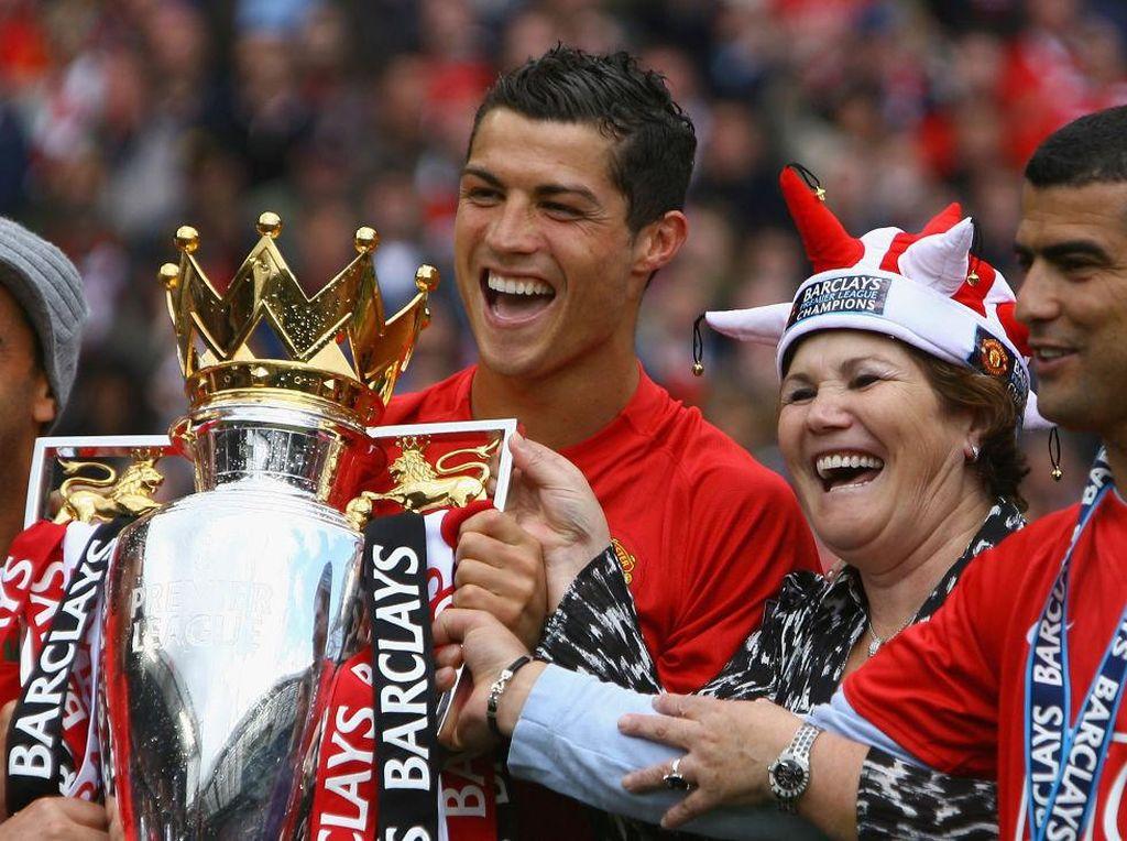 Piala-piala yang Pernah Cristiano Ronaldo Persembahkan buat MU