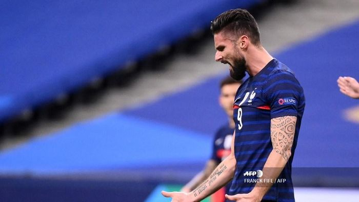 Frances forward Olivier Giroud reacts during the UEFA Nations League A group 3 football match between France and Sweden at the Stade de France in Saint-Denis, north of Paris, on November 17, 2020. (Photo by FRANCK FIFE / AFP)