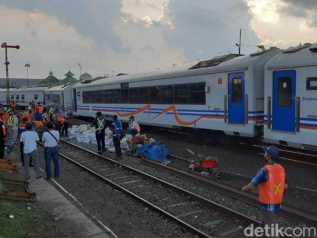 Misteri Gerbong Kereta Api Meluncur Sendiri Hingga Tabrak Backhoe di Malang