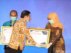 Gubernur Khofifah Raih Indonesia Government Procurement Awards 2020