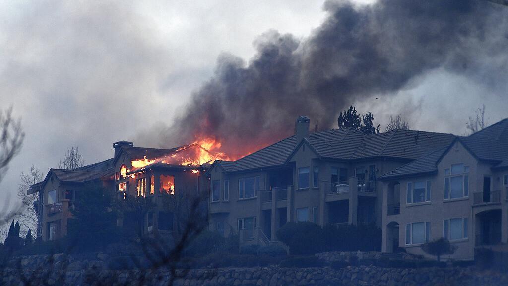 Kebakaran Hutan Nevada Mulai Merambat ke Permukiman Warga