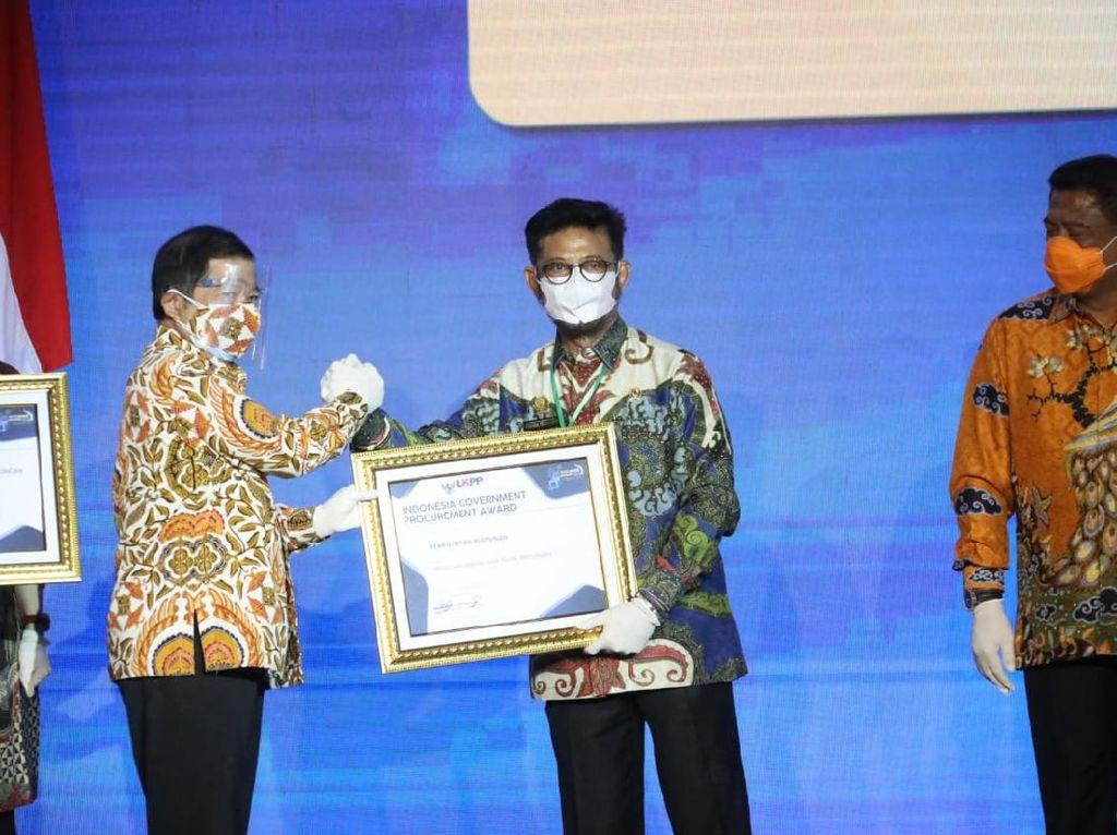 Kementan Raih Penghargaan Pengelolaan Barang & Jasa Paling Transparan