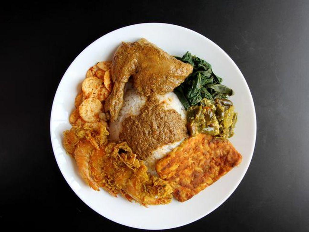 Tips Makan Nasi Padang Buat Kamu yang Lagi Diet, Gampang Dicontek!