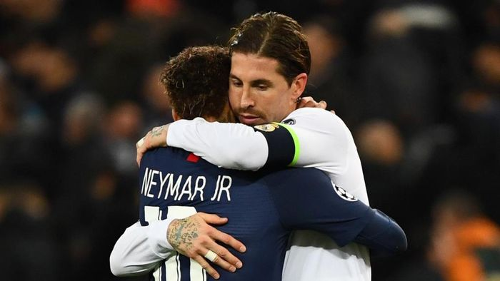 (FromL) Paris Saint-Germains Brazilian forward Neymar and Real Madrids Spanish defender Sergio Ramos great each other at the end of the UEFA Champions League group A football match Real Madrid against Paris Saint-Germain FC at the Santiago Bernabeu stadium in Madrid on November 26, 2019. (Photo by GABRIEL BOUYS / AFP)