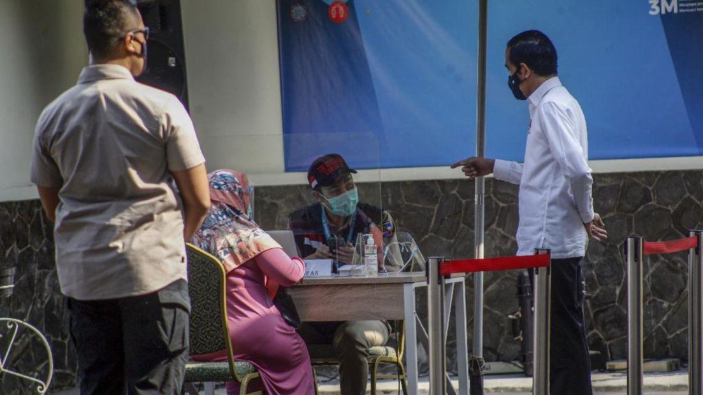 Jokowi Tinjau Simulasi Vaksinasi COVID-19 di Bogor