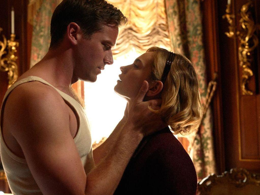 5 Fakta Film Rebecca yang Diperankan Armie Hammer dan Lily James
