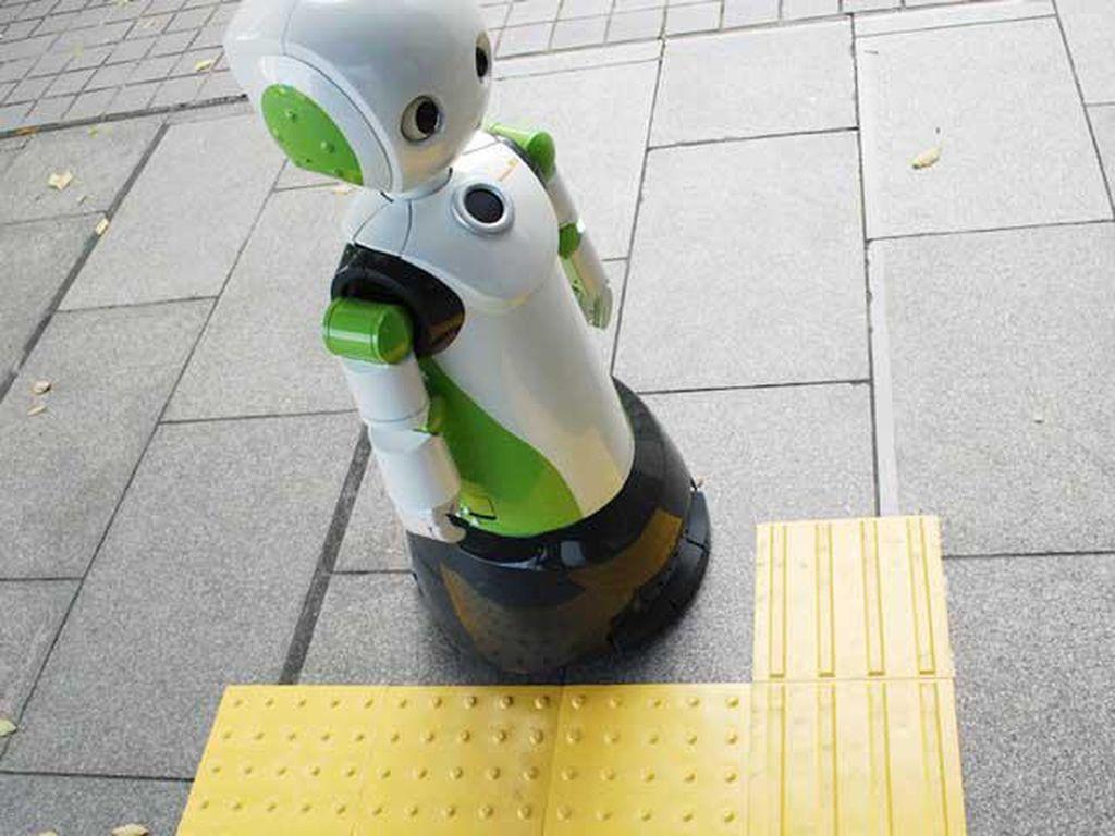 Toko di Jepang Pakai Robot Ingatkan Pakai Masker dan Jaga Jarak