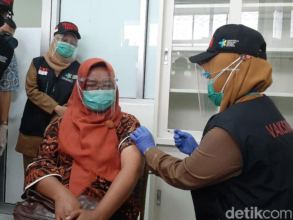 Satgas COVID-19 Akan Terus Kawal Status Kehalalan Vaksin Sinovac