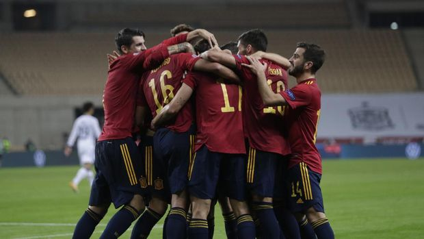 Spain's players celebrate a goal against Germany during the UEFA Nations League soccer match between Spain and Germany in Seville, Spain, Tuesday, Nov. 17, 2020. (AP Photo/Miguel Morenatti)