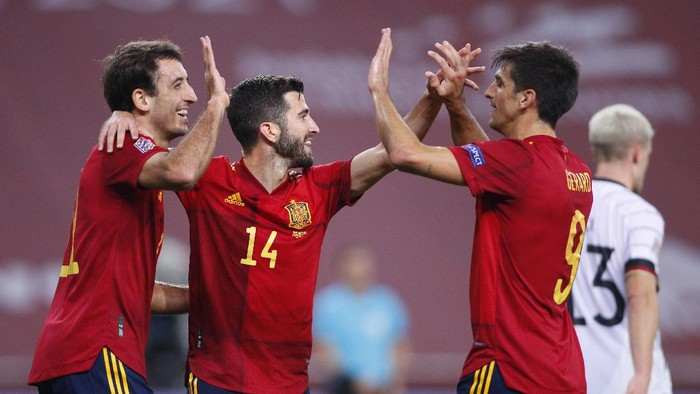SEVILLE, SPAIN - NOVEMBER 17: Mikel Oyarzabal (L) of Spain celebrates his teams sixth goal with teammates Jose Gaya and Gerard Moreno during the UEFA Nations League group stage match between Spain and Germany at Estadio de La Cartuja on November 17, 2020 in Seville, Spain. (Photo by Fran Santiago/Getty Images)