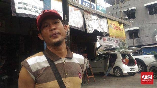 Warga Medan yang berprofesi sebagai tukang parkir, Zulkarnain sudah yakin ingin memilih menantu Jokowi, Bobby Nasution di pilkada karena memiliki hubungan dekat dengan pemerintah pusat.