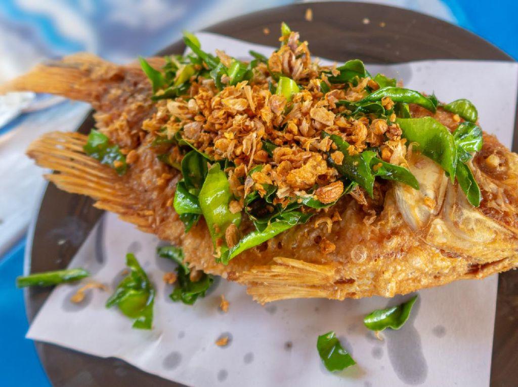 5 Tips Menggoreng Ikan Agar Tidak Lengket dan Hancur