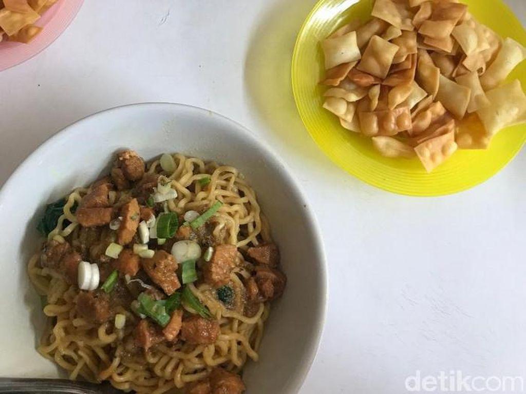 5 Kuliner Enak di Dekat Universitas Indonesia, Wajib Coba!