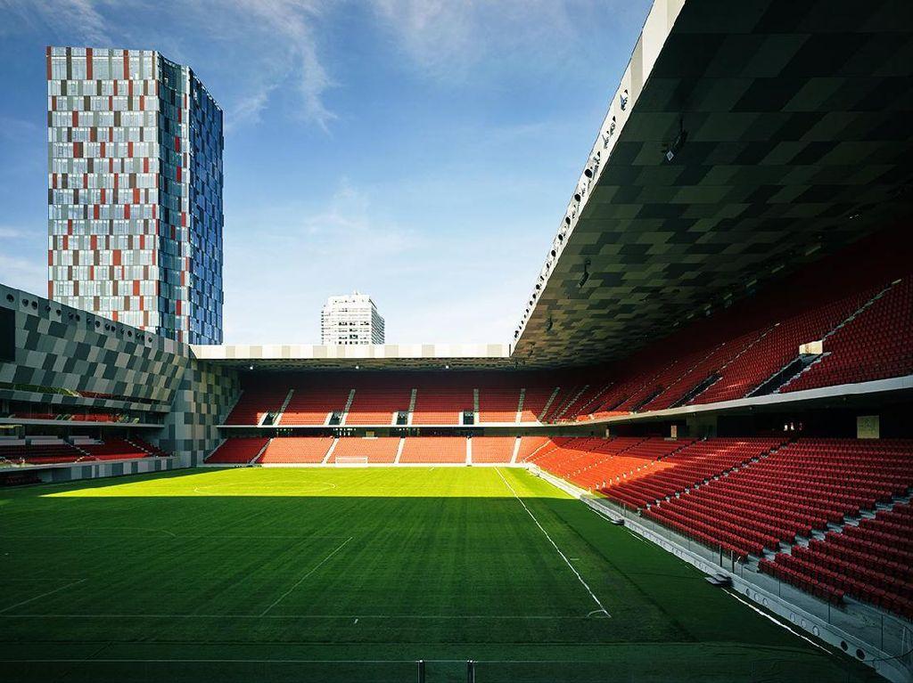 Stadion Sepakbola yang Keren, Ada Gedung Pencakar Langitnya!