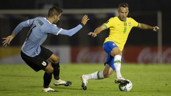 Arthur Melo tampil saat Brasil menang atas tuan rumah Uruguay 2-0 di Kualifikasi Piala Dunia 2022, Rabu 18 November 2020.