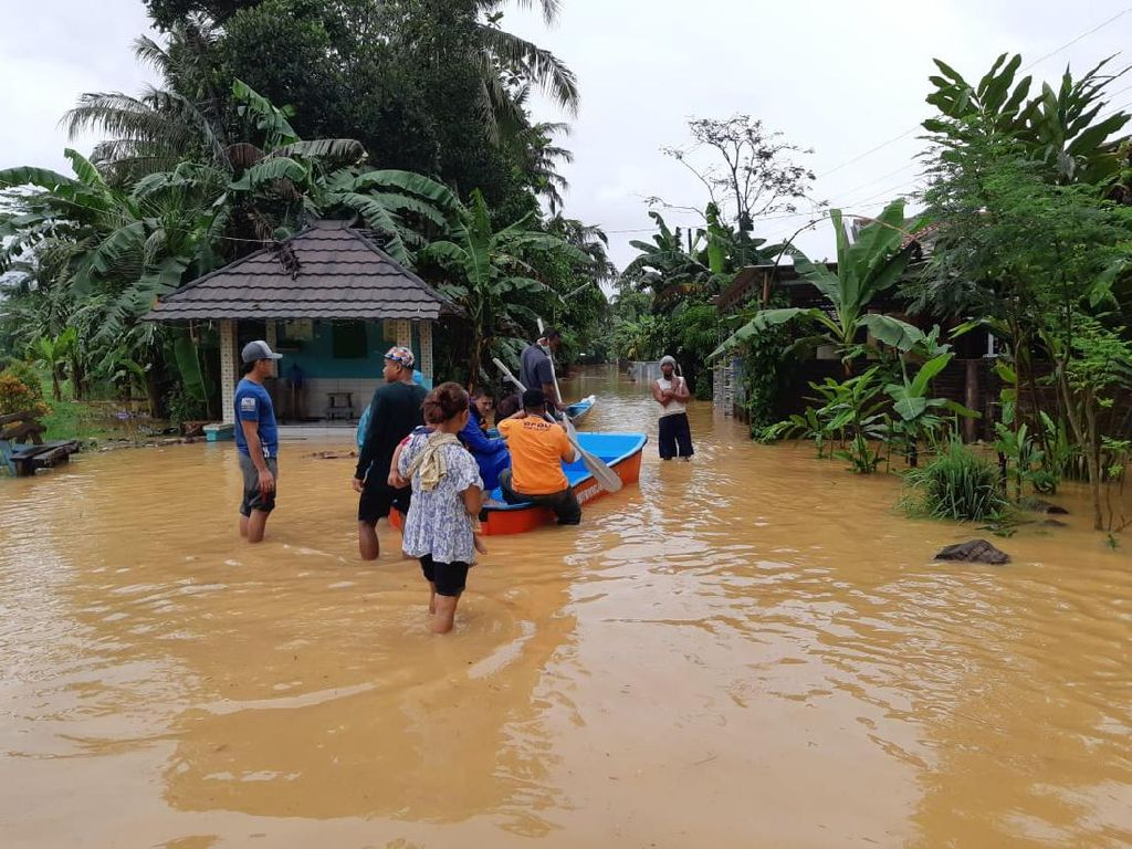 14 Kecamatan di Cilacap Kebanjiran, Ribuan Orang Mengungsi