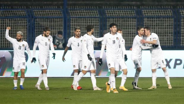 Italy players celebrate after Italy's Andrea Belotti scored his side's opening goal during the UEFA Nations League soccer match between Bosnia and Italy, in Sarajevo, Bosnia, Wednesday, Nov. 18, 2020. (AP Photo/Kemal Softic)