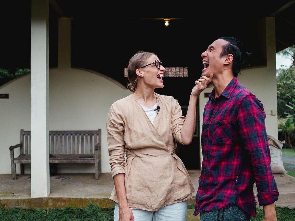 Daniel Mananta Puji Istri yang Tahu Banyak tentang Indonesia
