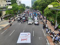 Ribuan Buruh Tolak Omnibus Law Sempat Blokade Jalan Basuki Rahmat