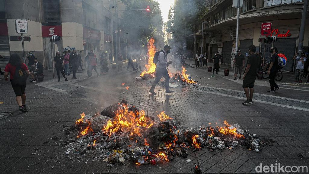 Warga Chile Demo Tuntut Presiden Sebastian Pinera Mundur