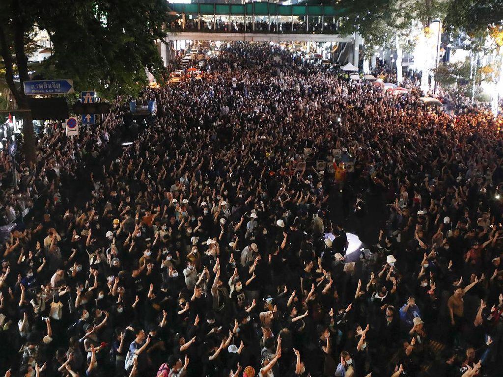 7 Pemimpin Demonstran Thailand Didakwa Hina Raja, Terancam 15 Tahun Bui
