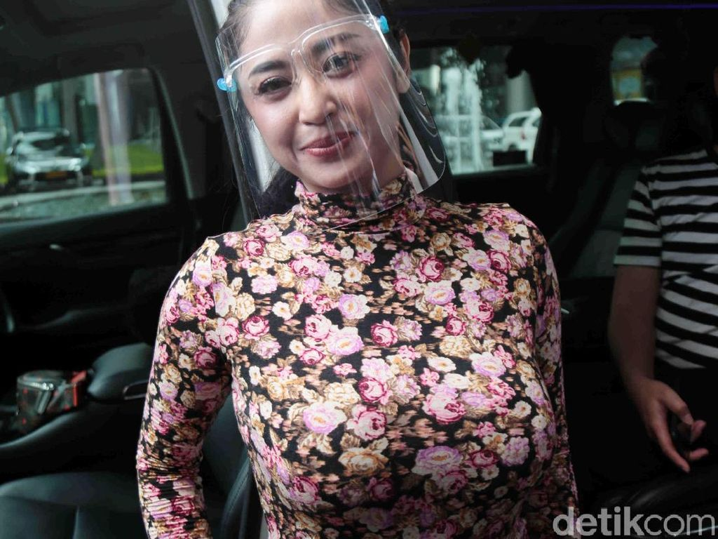 Fotonya Diunggah Tanpa Izin, Dewi Perssik Tunggu Permintaan Maaf dr Richard Lee
