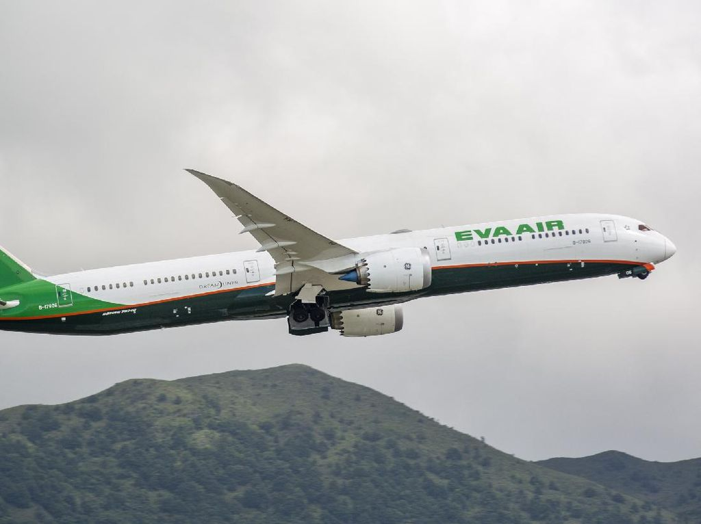 Pilot Maskapai Taiwan Dipecat Gegara Tak Patuhi Protokol Kesehatan
