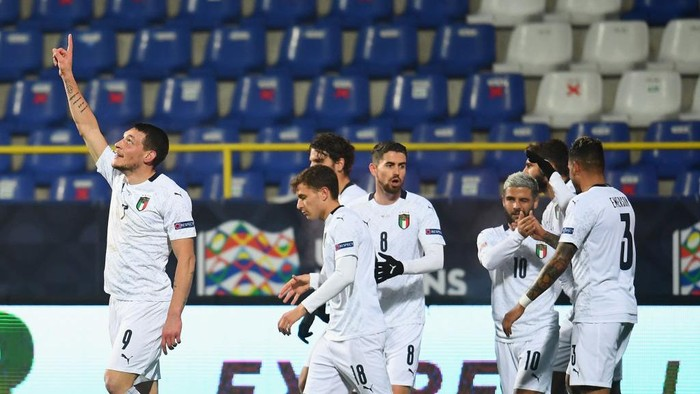 SARAJEVO, BOSNIA AND HERZEGOVINA - NOVEMBER 18: Andrea Belotti of Italy celebrates with team-mates after scoring the opening goal during the UEFA Nations League group stage match between Bosnia-Herzegovina and Italy at Bilino Polje Stadium on November 18, 2020 in Zenica, Bosnia and Herzegovina. (Photo by Claudio Villa/Getty Images)