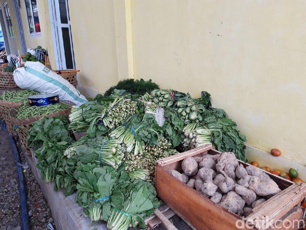 Melihat Stok Logistik Pengungsi Merapi di Boyolali