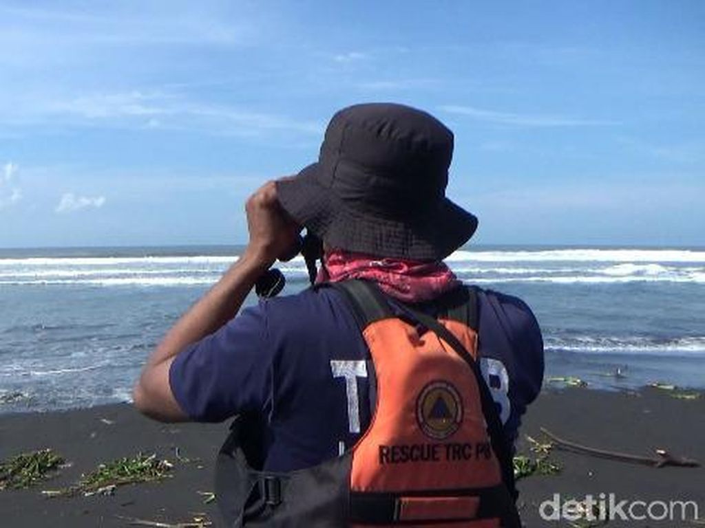 Seorang Pemancing Hilang Terseret Gelombang di Pantai Selatan Lumajang