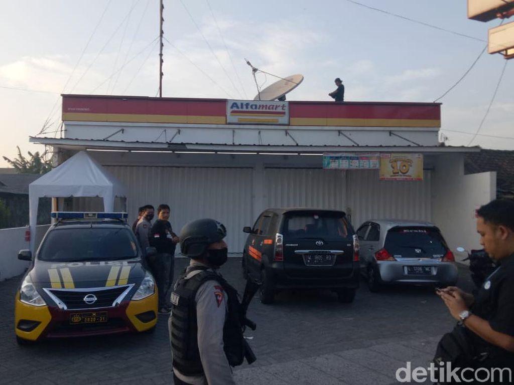 Minimarket di Sidoarjo Disatroni Perampok, ATM Jadi Sasaran