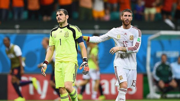 SALVADOR, BRAZIL - JUNE 13: Goalkeeper Iker Casillas (L) and Sergio Ramos of Spain reacts after allowing the Netherlands fourth goal during the 2014 FIFA World Cup Brazil Group B match between Spain and Netherlands at Arena Fonte Nova on June 13, 2014 in Salvador, Brazil.  (Photo by David Ramos/Getty Images)