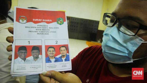 Foto pasangan calon Akhyar Nasution-Salman Alfarisi tampak lebih gelap dibanding Bobby Nasution-Aulia Rachman dalam surat suara yang dicetak KPU Medan.