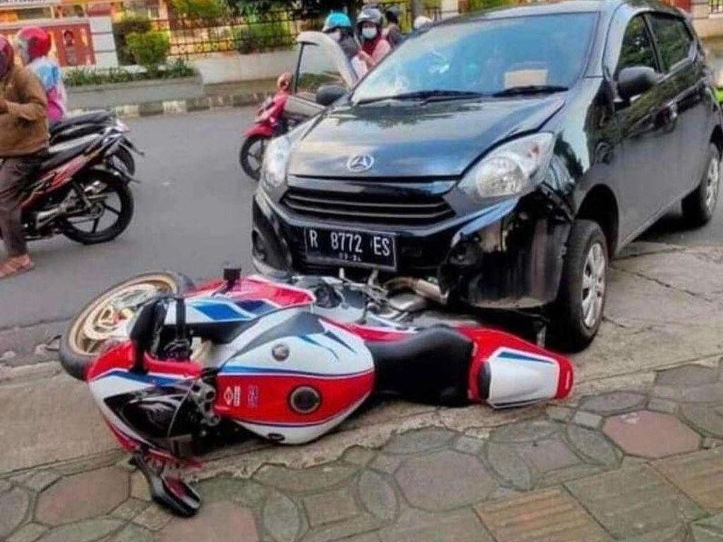Pengemudi Ayla Seruduk Motor CBR1000RR SP, Polisi Mediasi
