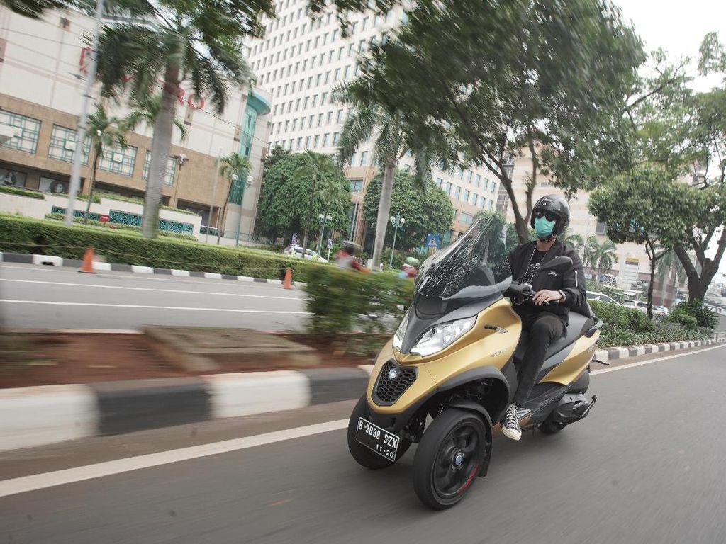 Menjajal Piaggio MP3 500 HPE Sport Advanced, Skuter Bongsor Berkaki Tiga
