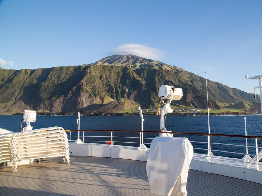 Pulau Paling Terpencil dan Berpenghuni Jadi Taman Laut Terbesar di Atlantik