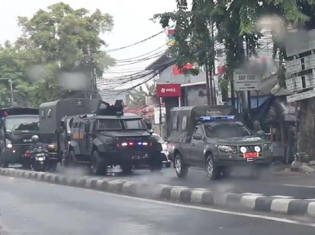 Beredar Video Kendaraan Taktis Koopssus TNI Show of Force di Depan Markas FPI