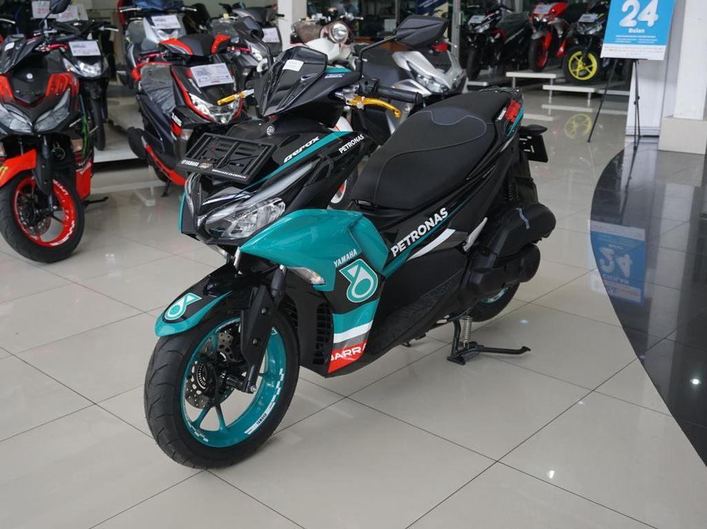 Potret Yamaha Aerox 155 Connected Berbaju Tim Petronas Sprinta