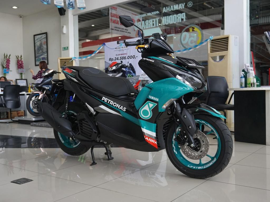Kala Yamaha Aerox 155 Connected Berbaju Tim Petronas Sprinta, Cakep Juga
