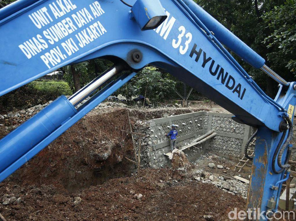 Antisipasi Banjir, Saluran Air Underpass Cawang Diperlebar