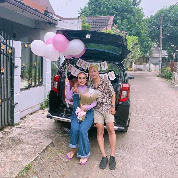 Ashilla Sikado dan pacar merayakan ultah bersama nuansa ungu/instagram.com/ashillasikado